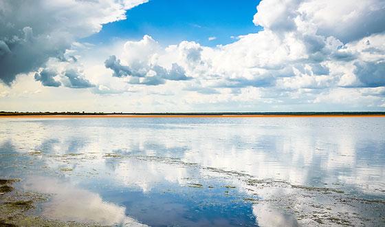 зеркальное отражение воды