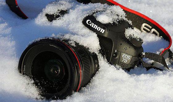 фотоаппарат в снегу