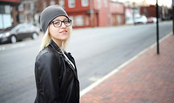 девушка в очках