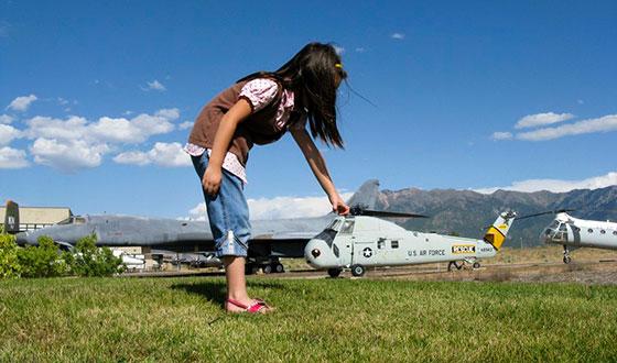 девочка с вертолетом