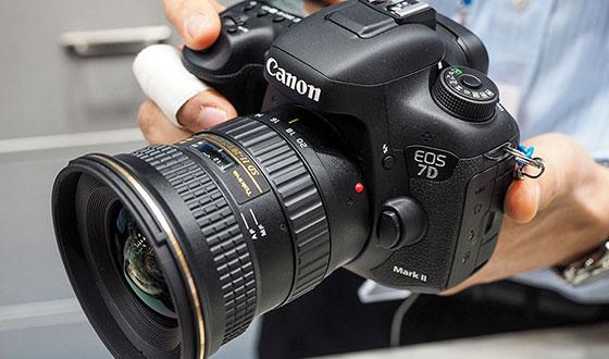 фотоаппарат canon 7d с широкоугольным объективом