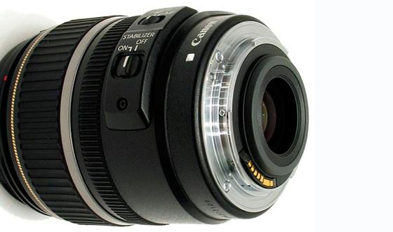 Canon EF-S 17-85mm вид с зади
