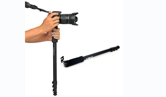 монопод для зеркального фотоаппарата в руке