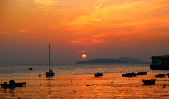 красивый закат с лодками